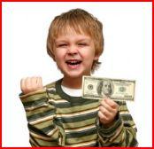 Niño mostrando un dolar